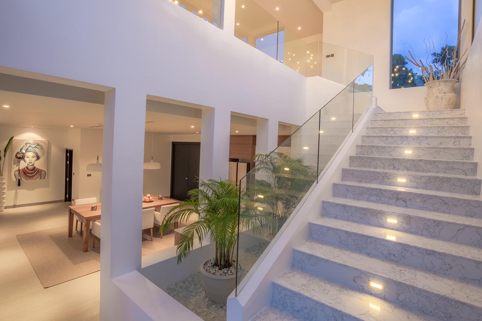 Phuketin Loma-asunnot – Villa Layan (1)